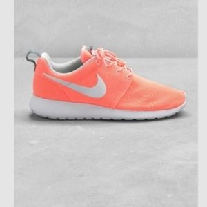 COPY - Nike Rare Electric Coral Roshe Run